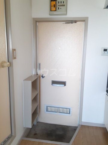 ラビアン8号館 201号室の玄関