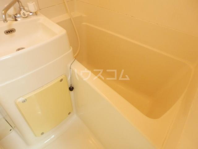 ラビアン7号館 202号室の風呂
